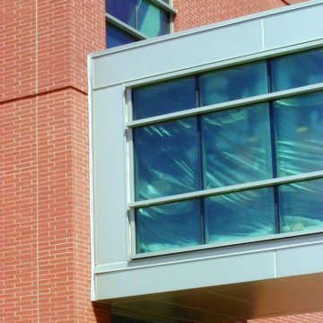 Skybridges are particularly vulnerable to heat loss as the result of being suspended and require an expansion joint to absorb exaggerated expansion and contraction. Colorseal handles the movement while ensuring R-value is preserved.